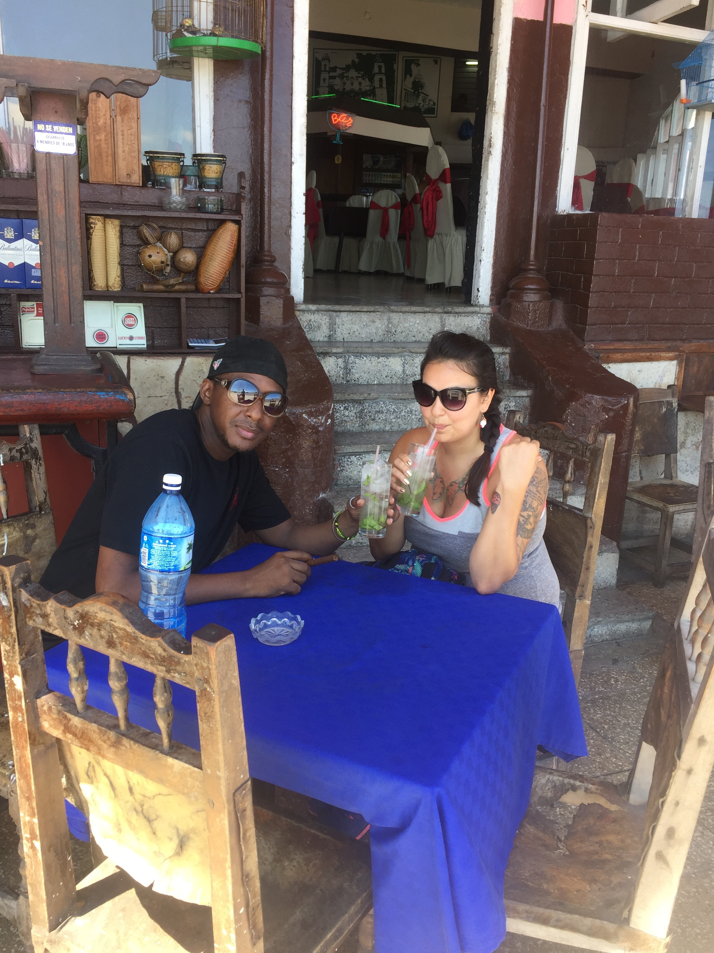 My new Cuban friend, Ale, and I having some mojitos.